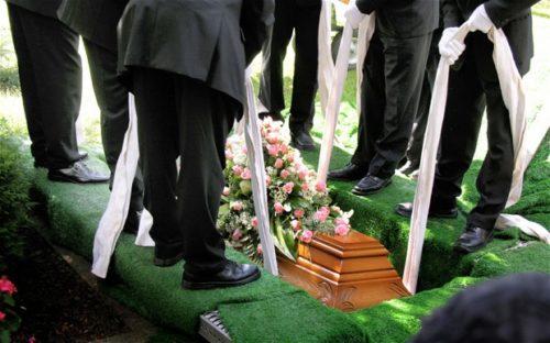 Chọn ngày giờ tốt để an táng, chôn cất người đã mất